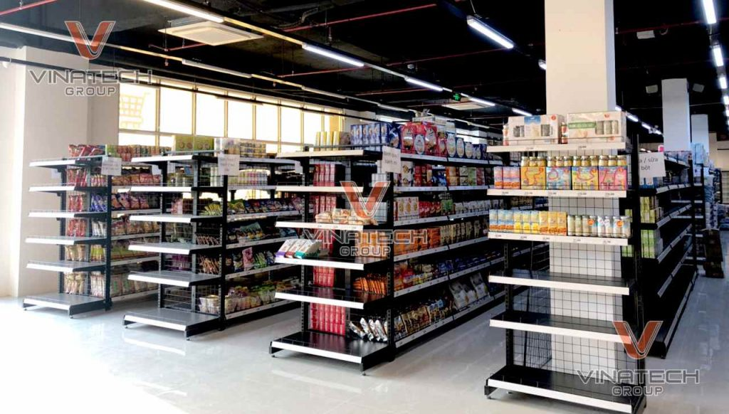 Kệ tôn lưới phù hợp trưng bày với các mặt hàng có tải trọng và kích thước khác nhau