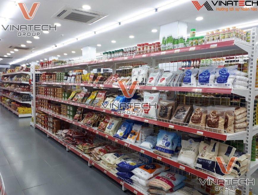 Chọn mua kệ siêu thị